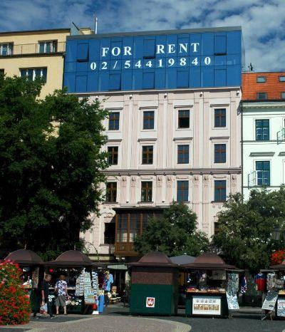 <strong>Meštiansky dom</strong><br> Polyfunkčný objekt je zrekonštruovaným historickým objektom v Bratislave Starom meste, pozostáva z jedného podzemného a šiestich nadzemných podlaží. Na prízemí  sa nachádzajú reštauračné a zábavné priestory, vo vyšších podlažiach sú kancelárie