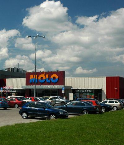 <strong>Molo Pezinok</strong><br> Novostavba nákupno-zábavného centra pozostáva z prízemia a čiastočne s poschodia. Nachádza v Pezinku.