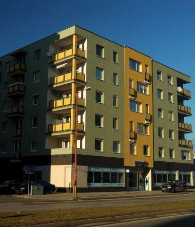 <strong>BD Kazánska</strong><br> Polyfunkčný objekt je novostavbou, pozostáva zo šiestich nadzemných podlaží. Na prízemí sa nachádzajú priestory Slovenskej sporiteľne a na zvyšných podlažiach sú byty.