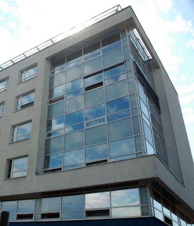 <strong>Klincová</strong><br> Polyfunkčný objekt je novostavbou v Bratislave. Pozostáva z jedného podzemného a siedmich nadzemných podlaží. V objekte sa nachádzajú kancelárske priestory a priestory reštaurácie